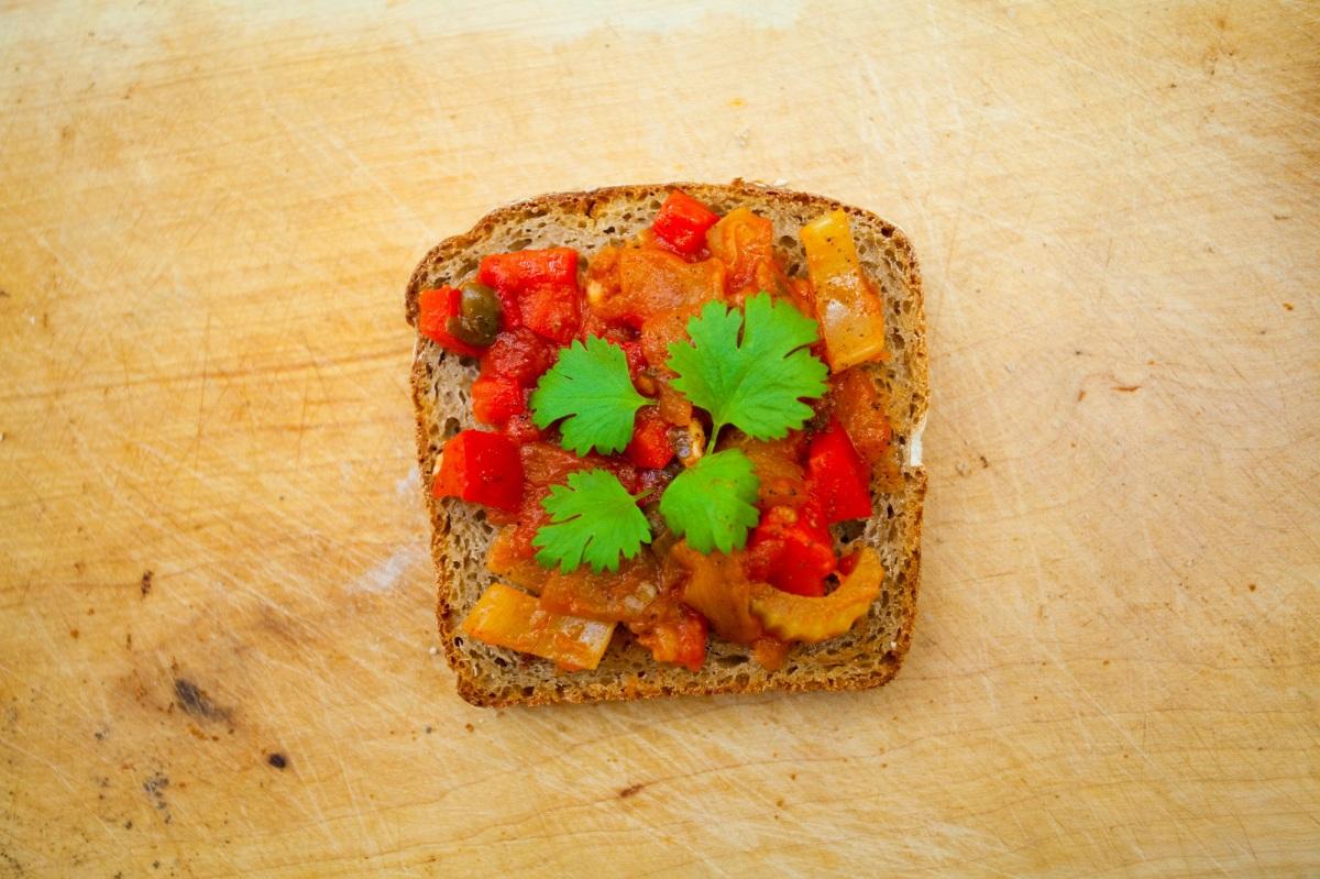 Caponata - pasta z bakłażana do chleba i grilla