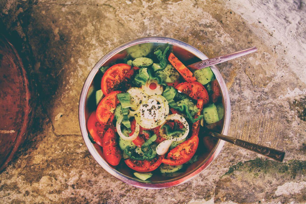 9 sprawdzonych przepisów na sosy do sałatek