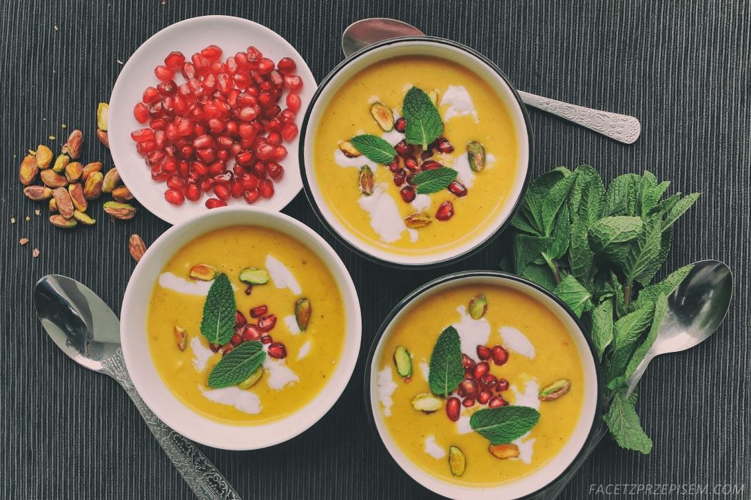 Marokańska zupa z dyni z mlekiem kokosowym
