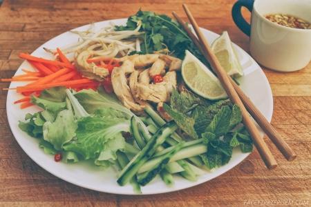 Wietnamska sałatka z kurczakiem (Bun Ga Nuong)