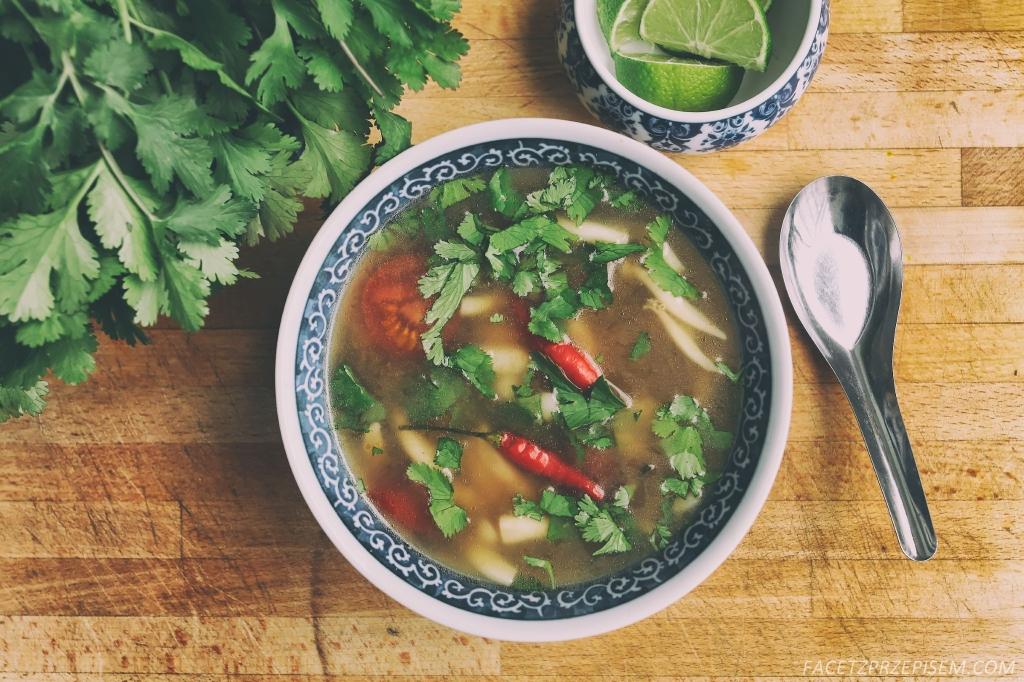 Tom Yum Hed (tajska, kwaśna zupa z grzybami)