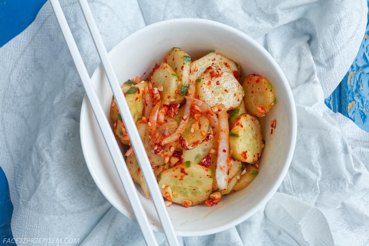 Ostra koreańska sałatka z ogórków (Oi Muchim)