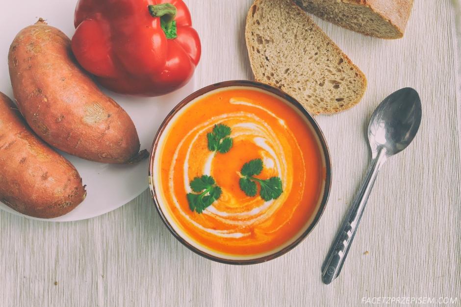 Zupa krem z batatów i papryki
