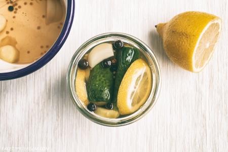 Marynowane ogórki z cytryną